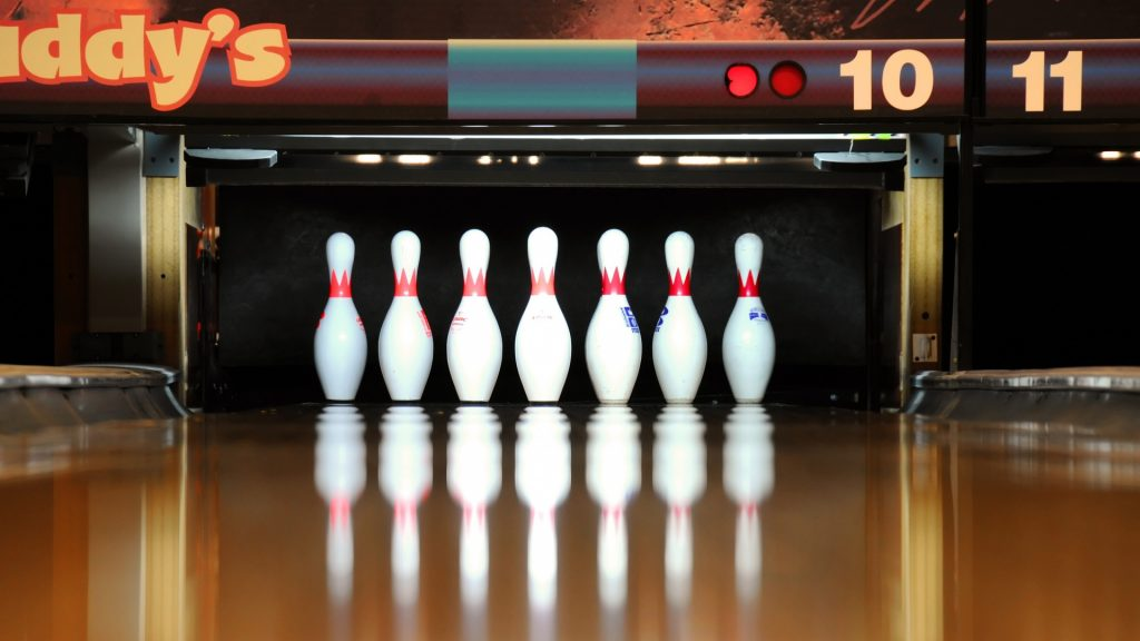 skittles_bowling_reflection_79944_1920x1080